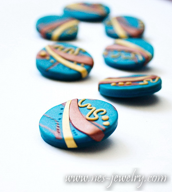 Peacock bronze and gold buttons 06 WM