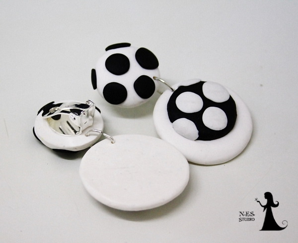 Polka dots wlack and white clips 11