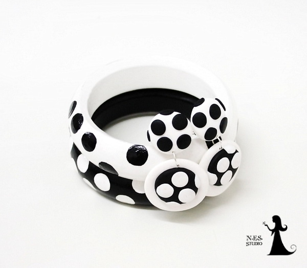 Polka dots wlack and white clips 12