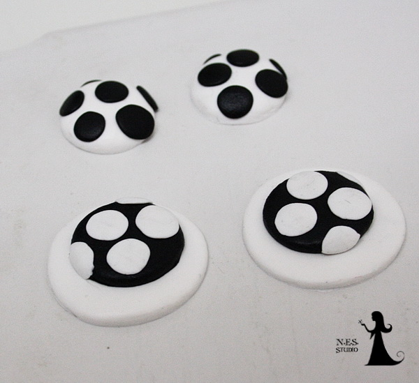 Polka dots wlack and white clips 5